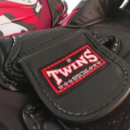 twins-special-muay-thai-gloves-red-black-camo-bgvl6--[4]-58-p.jpg
