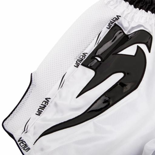 venum-giant-shorts-white-black-[4]-98-p.jpg